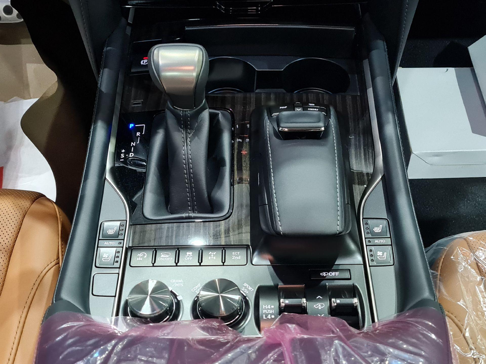 لكزس LX 570 Black Ed. 2021 فل سعودي للبيع في الرياض - السعودية - صورة كبيرة - 12