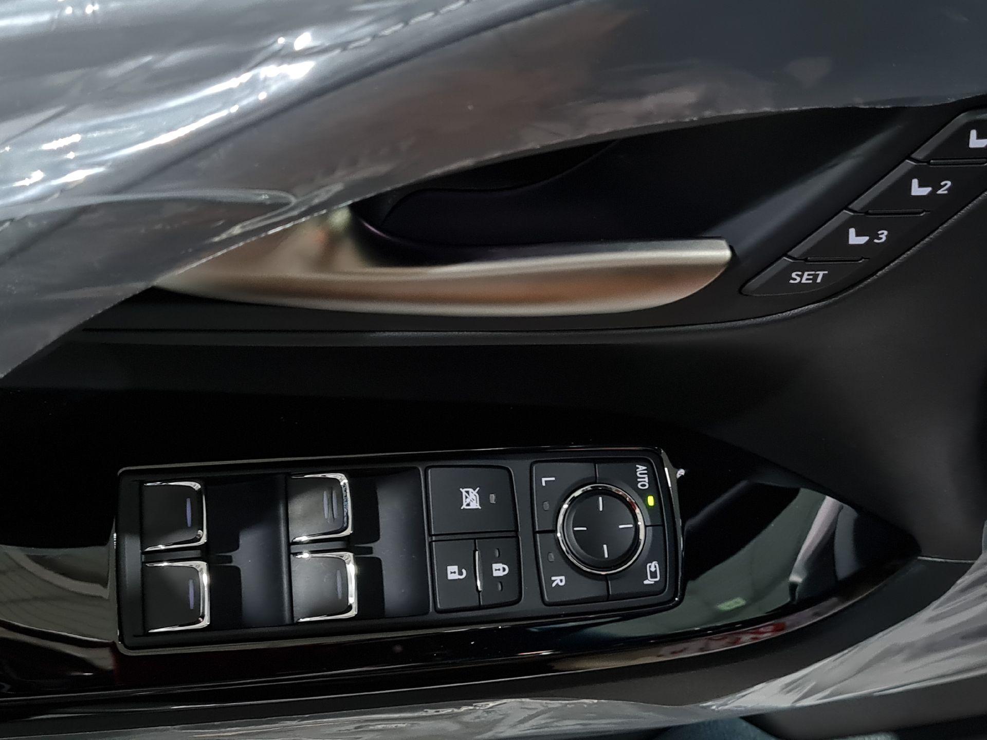 لكزس LX 570 Black Ed. 2021 فل سعودي للبيع في الرياض - السعودية - صورة كبيرة - 14