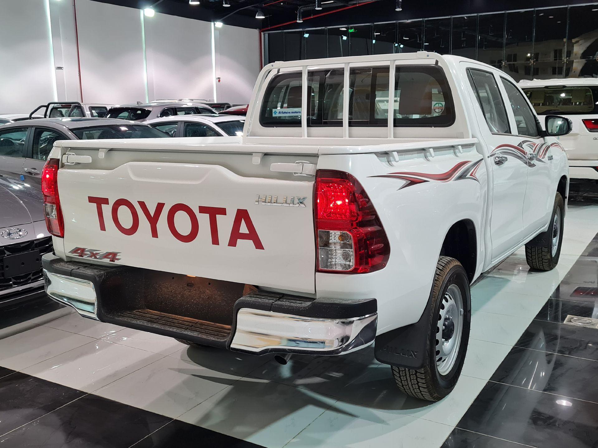 تويوتا هايلكس GL 2022  فطيمي للبيع في الرياض - السعودية - صورة كبيرة - 4