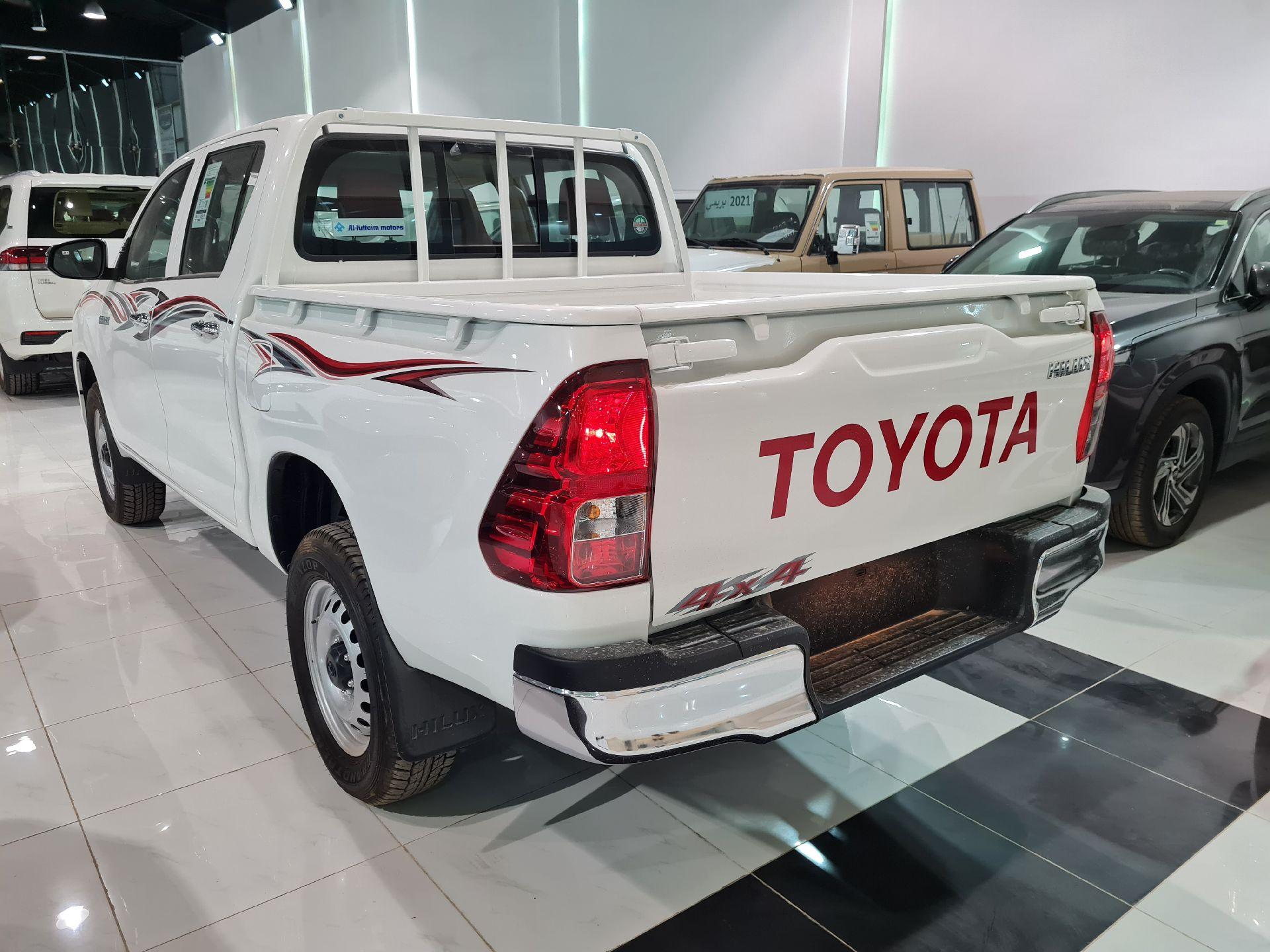 تويوتا هايلكس GL 2022  فطيمي للبيع في الرياض - السعودية - صورة كبيرة - 5