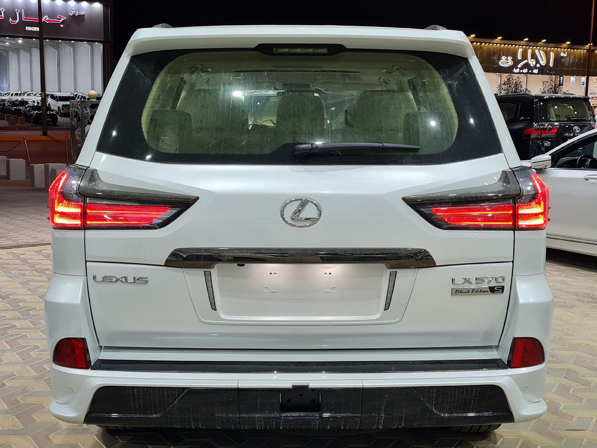 لكزس LX 570 Black Ed. 2021 فل خليجي للبيع في الرياض - السعودية - صورة كبيرة - 5