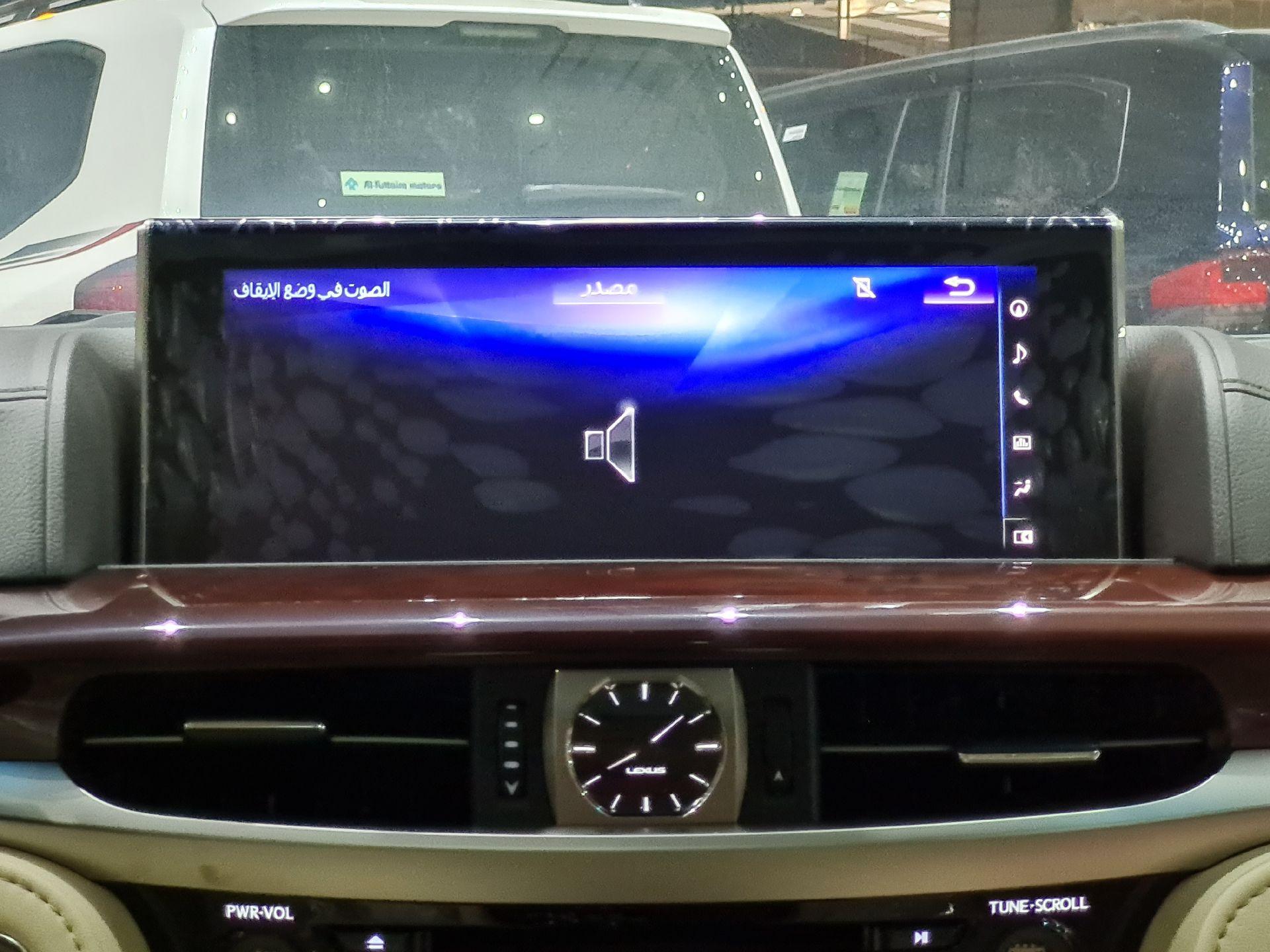 لكزس LX 570 Black Ed. 2021 فل خليجي للبيع في الرياض - السعودية - صورة كبيرة - 14
