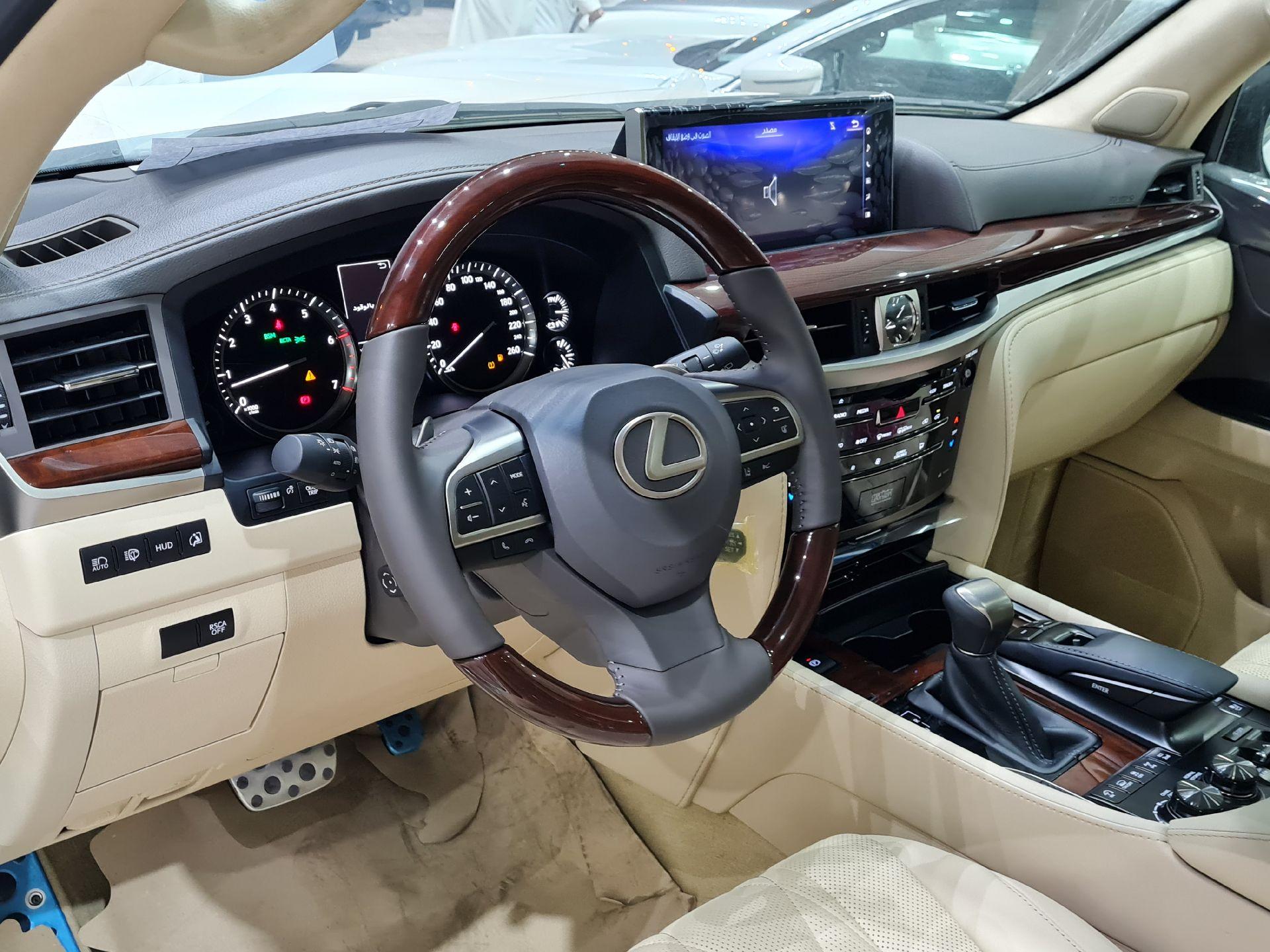 لكزس LX 570 Black Ed. 2021 فل خليجي للبيع في الرياض - السعودية - صورة كبيرة - 10