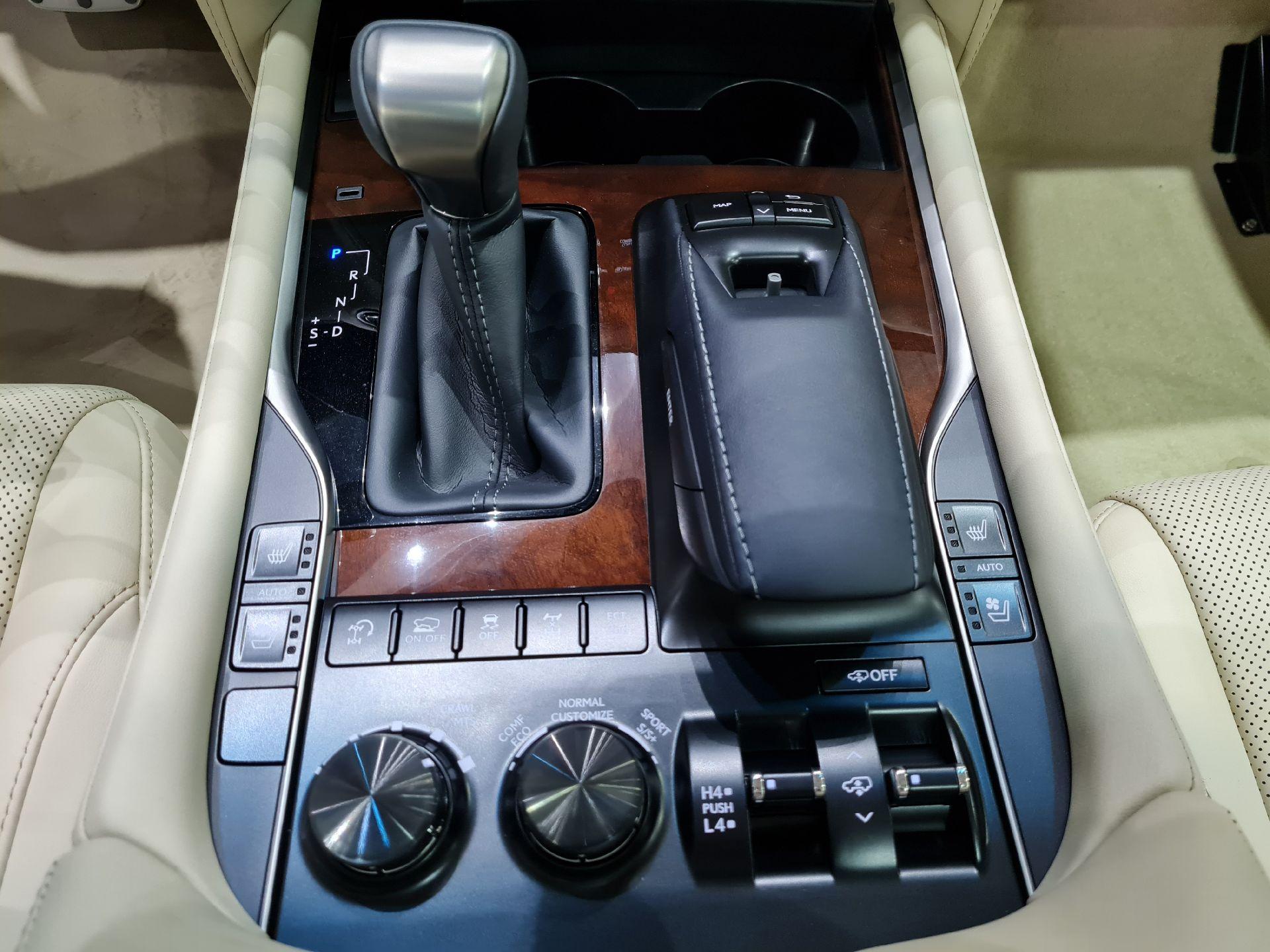 لكزس LX 570 Black Ed. 2021 فل خليجي للبيع في الرياض - السعودية - صورة كبيرة - 12
