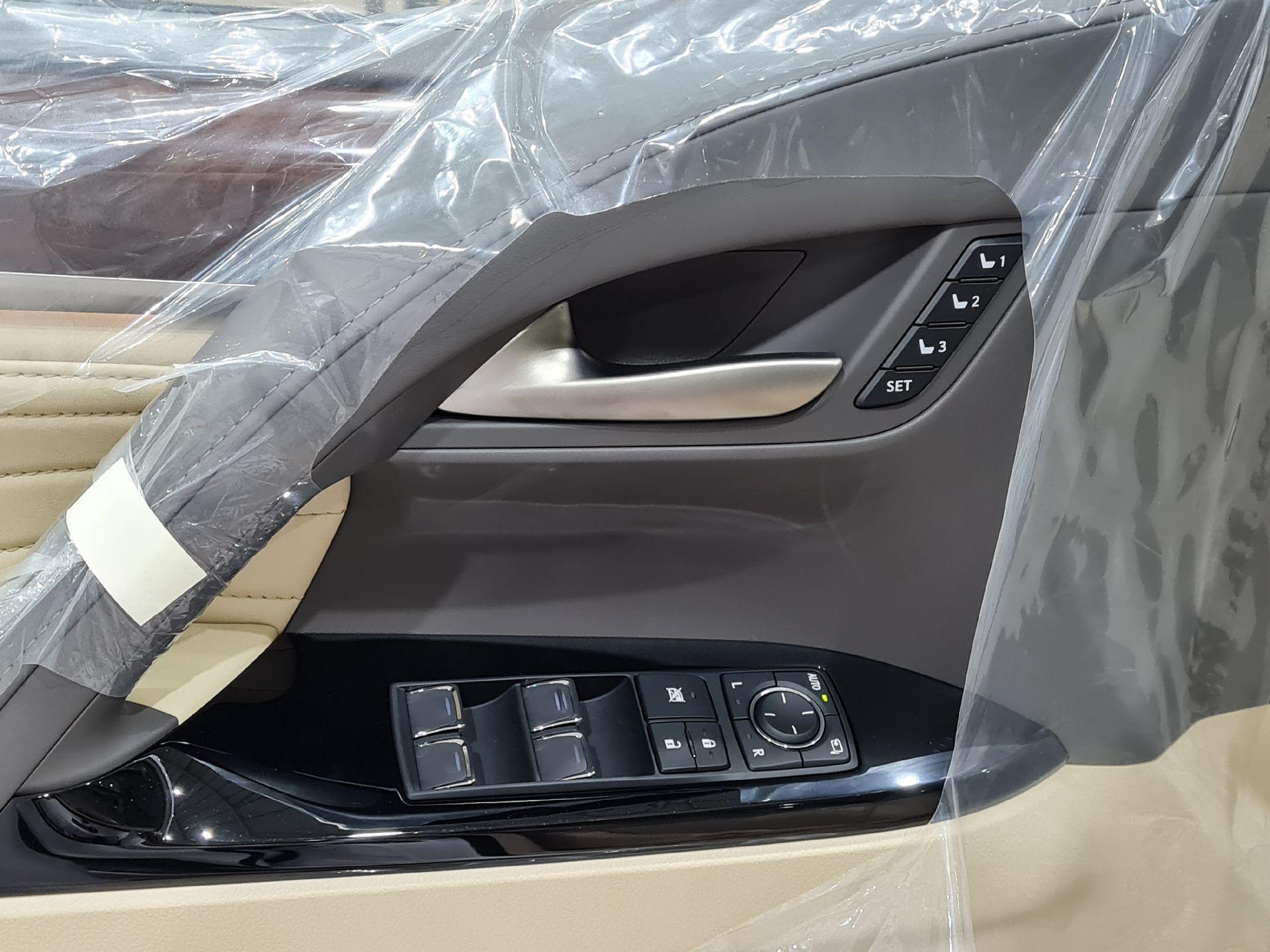لكزس LX 570 Black Ed. 2021 فل خليجي للبيع في الرياض - السعودية - صورة كبيرة - 13