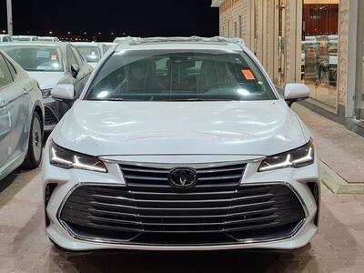 سيارة تويوتا افالون PREMIUM 2021 فل سعودي للبيع